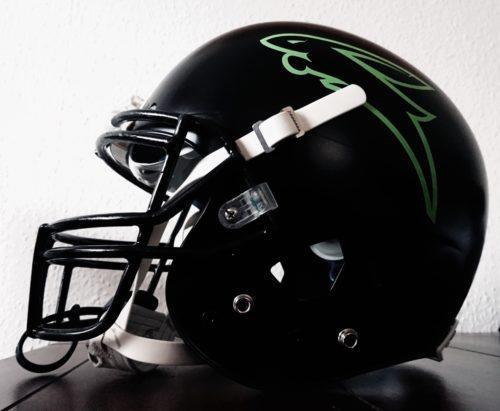 Neu lackierter Helm